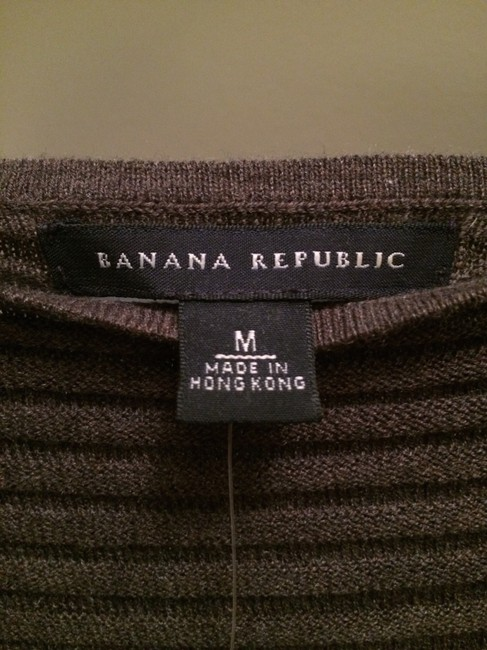 Banana Republic Short Sleeved Boat Neck Medium Color Color Sweater