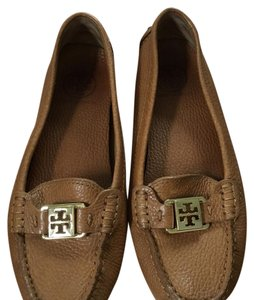 2c0e1b36471 Women s Beige Tory Burch Shoes - Up to 90% off at Tradesy