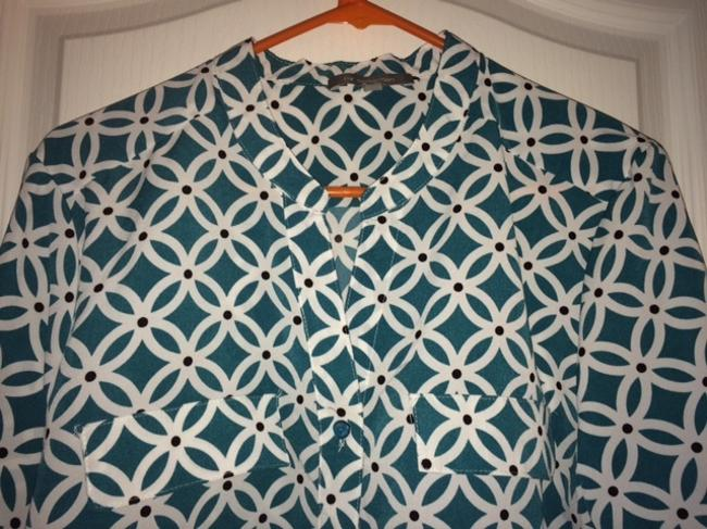 New York & Company Button Poly Spandex Print Button Down Shirt Teal Print