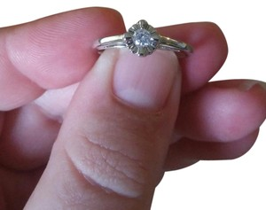 Jared Platinum/Silver Tone Split Shank Dainty Flower Gem Promise Ring