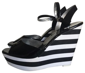 Jessica Simpson black/white Wedges
