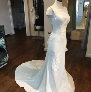 Essense of Australia Ivory D2269 Sexy Wedding Dress Size 10 (M)