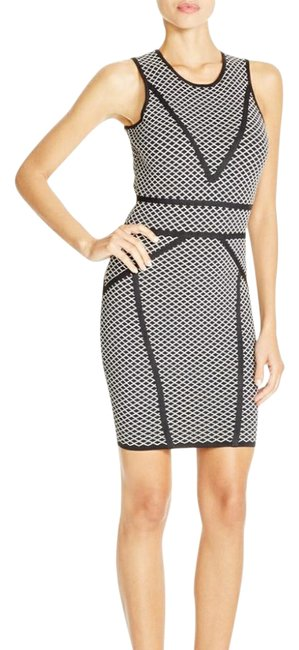 Item - Black and White Body-con Sheath Short Cocktail Dress Size 12 (L)