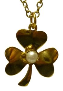 Golden clover pendant with central pearl bead