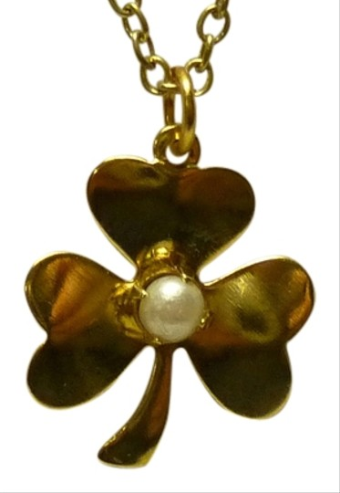 Other Golden clover pendant with central pearl bead