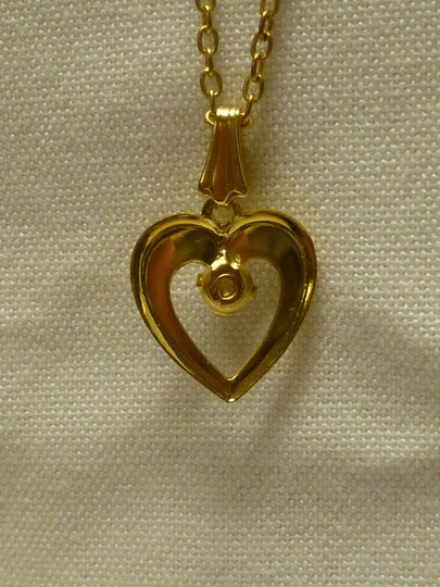 Other Golden heart shaped pendant with a pearl bead in the center