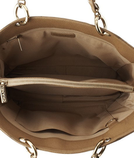 Chanel Leather Tote in Tan Image 8