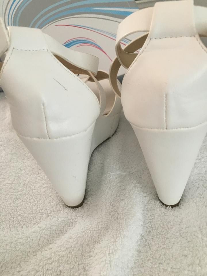 d8f80d6dbaf4 Refresh White Olay-8 Wedges. Size  US 9 Regular (M ...