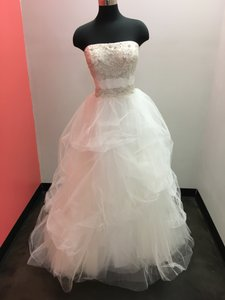 Casablanca Ivory/Ivory/Silver Tulle 2052 Modern Wedding Dress Size 16 (XL, Plus 0x)