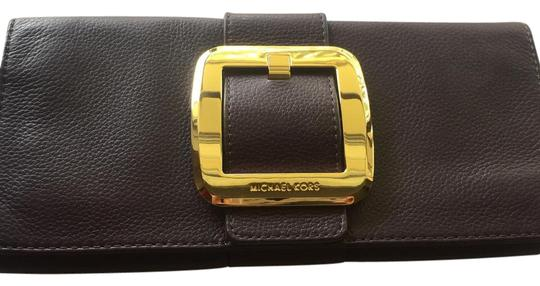 Preload https://img-static.tradesy.com/item/21530910/michael-kors-gold-buckle-purple-leather-clutch-0-1-540-540.jpg