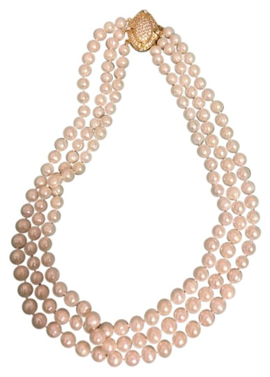 Preload https://img-static.tradesy.com/item/21532074/white-pearls-necklace-0-1-540-540.jpg