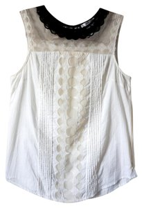 Modcloth Shortsleeve Cotton Top cream with black necklace