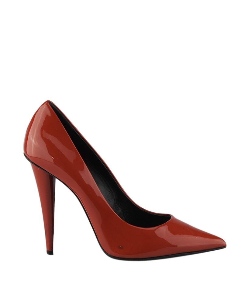 A streamlined pump puts the final polish on any look thanks to a poised heel and beautifully curved topline. Style Name: Cole Haan Vesta Pump (Women).