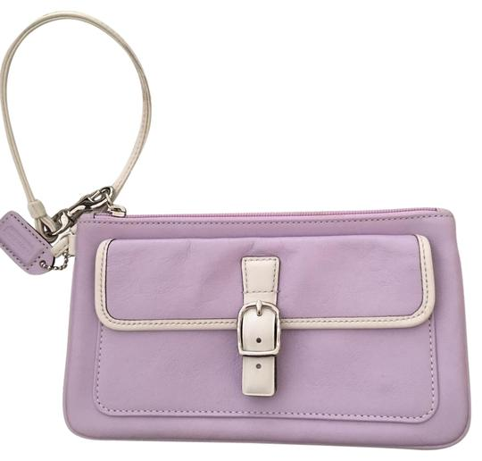 Preload https://img-static.tradesy.com/item/21541034/coach-leather-wristlet-0-1-540-540.jpg