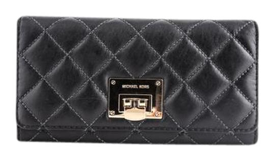 Preload https://img-static.tradesy.com/item/21541283/michael-kors-astrid-carry-all-black-wallet-0-1-540-540.jpg