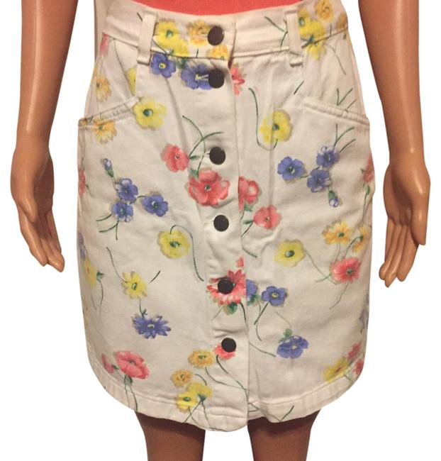 Preload https://img-static.tradesy.com/item/21541877/white-floral-90-s-high-waisted-shorts-size-4-s-27-0-1-650-650.jpg