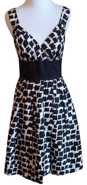 Preload https://img-static.tradesy.com/item/21542064/white-house-black-market-and-whbm-runs-big-fits-more-like-a-2-mid-length-cocktail-dress-size-0-xs-0-2-650-650.jpg