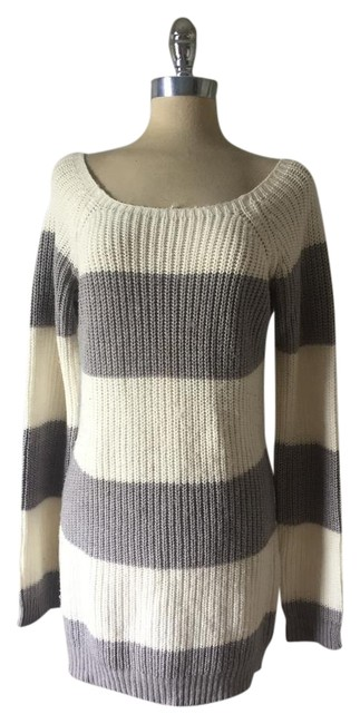 Preload https://item4.tradesy.com/images/h-and-m-grey-and-white-striped-oversized-tunic-dress-sweaterpullover-size-12-l-21542193-0-1.jpg?width=400&height=650