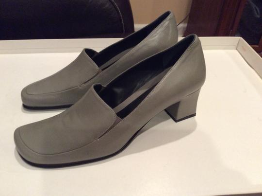 BCBGMAXAZRIA Bcbg Block Heel Leather Grey Pumps