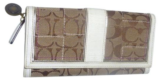 Preload https://item5.tradesy.com/images/coach-monogram-long-bifold-wallet-21542519-0-1.jpg?width=440&height=440