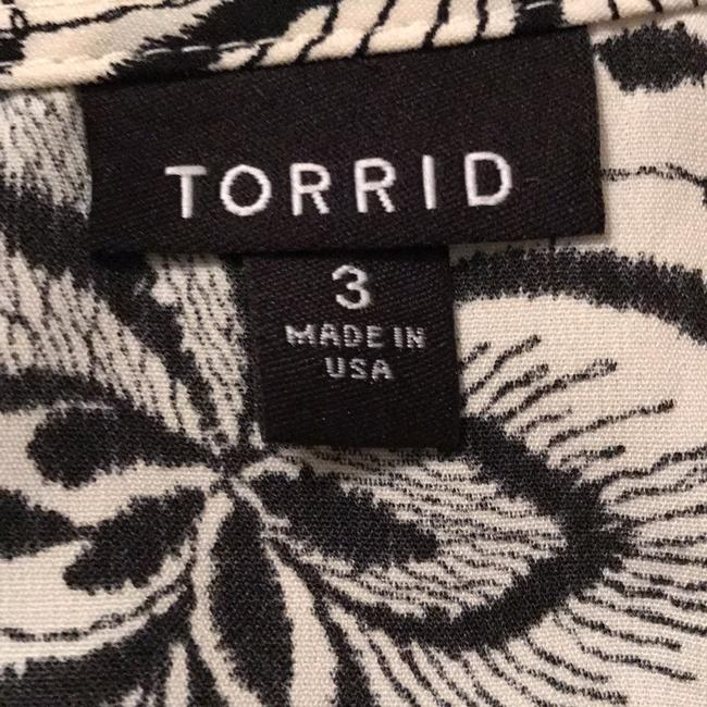Torrid Top Ivory with Black print