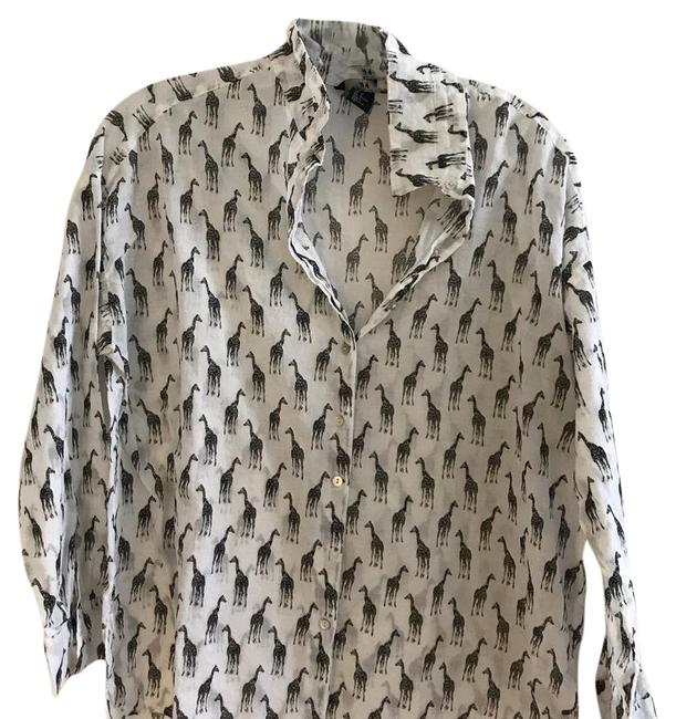 Preload https://img-static.tradesy.com/item/21542624/h-and-m-cotton-button-down-top-size-4-s-0-1-650-650.jpg