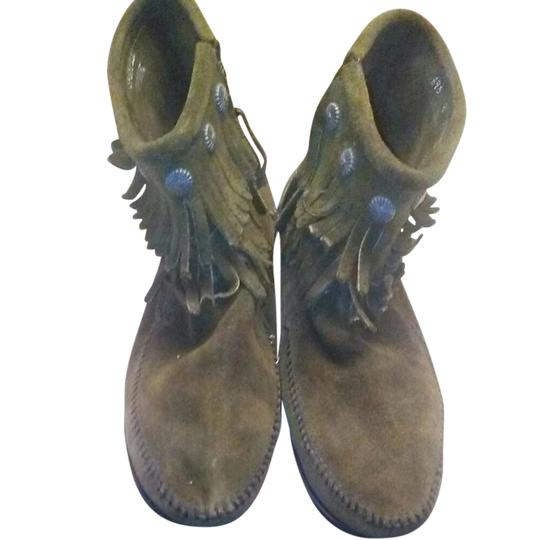 Preload https://item2.tradesy.com/images/minnetonka-forest-green-two-row-fringe-suede-bootsbooties-size-us-8-regular-m-b-21542841-0-1.jpg?width=440&height=440
