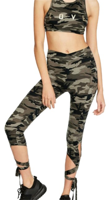 Preload https://item2.tradesy.com/images/camo-activewear-leggings-size-10-m-21542911-0-1.jpg?width=400&height=650