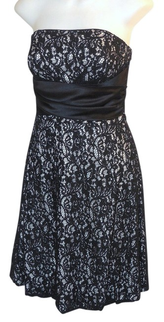 Preload https://item5.tradesy.com/images/white-house-black-market-lace-strapless-short-cocktail-dress-size-6-s-21542924-0-1.jpg?width=400&height=650