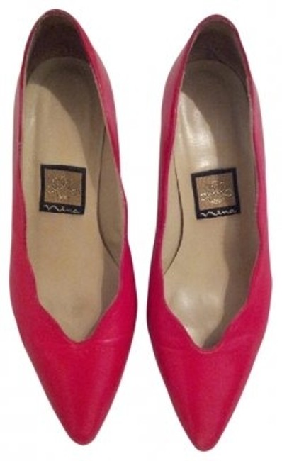 Item - Lipstick Red Leather Scalloped Two Inch Pumps Size US 6 Regular (M, B)