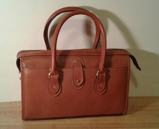Dooney & Bourke Satchel in Chestnut