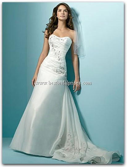 Preload https://item2.tradesy.com/images/alfred-angelo-ivory-1137-wedding-dress-size-10-m-21543786-0-0.jpg?width=440&height=440