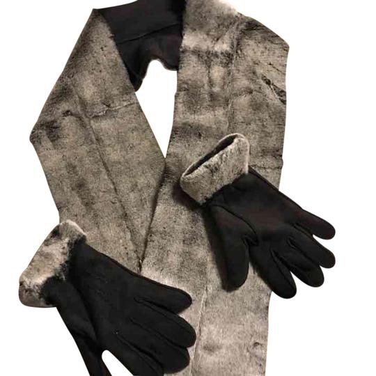 Preload https://img-static.tradesy.com/item/21544076/fownes-and-gloves-scarfwrap-0-1-540-540.jpg