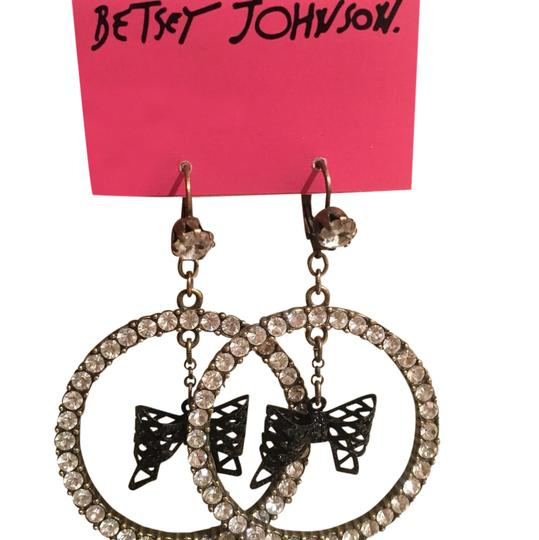 Preload https://item4.tradesy.com/images/betsey-johnson-black-sparkly-earrings-21545008-0-1.jpg?width=440&height=440