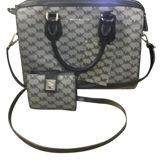 Preload https://item1.tradesy.com/images/michael-kors-md-duffle-blacj-leather-satchel-21545095-0-1.jpg?width=440&height=440