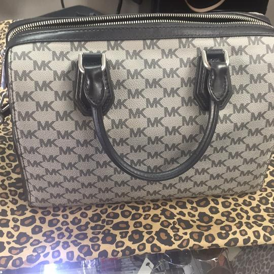 Michael Kors Satchel in blacj