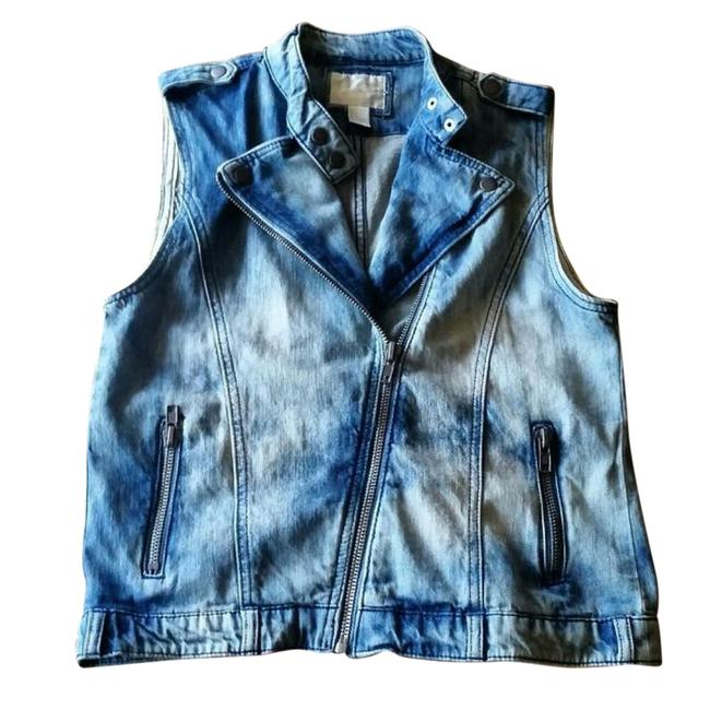 Preload https://item1.tradesy.com/images/forever-21-blue-and-white-acid-wash-with-asymmetrical-zipper-vest-size-6-s-21545590-0-1.jpg?width=400&height=650