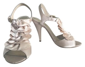 Kelly & Katie Floral Pattern Fabric Cream Sandals