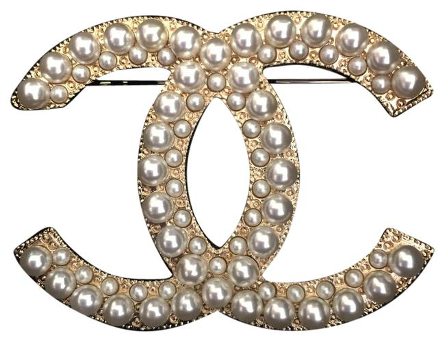 Item - Gold Pearl XL Large Double White Cc Logo Classic Brooch/Pin