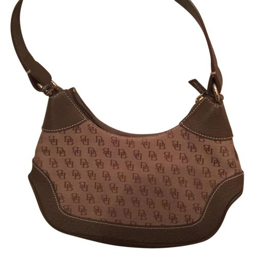 Preload https://img-static.tradesy.com/item/21547941/dooney-and-bourke-and-brown-leather-satchel-0-1-540-540.jpg