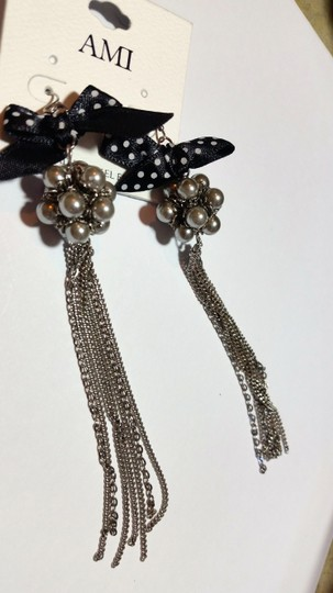 Ami New AMI Long Dangle Chain Earrings Black Silver Faux Pearl Bow J3433