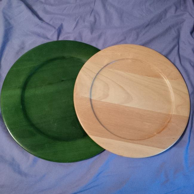 Item - Green and Natural 2 Wood Serving Plates ~ Dessert Or Cupcake Table