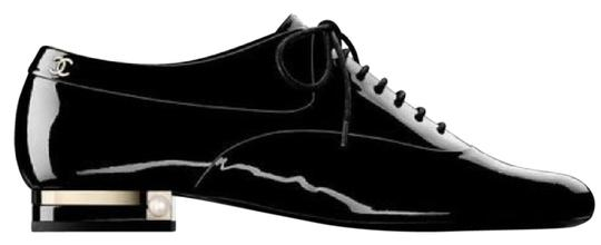 Preload https://img-static.tradesy.com/item/21549459/chanel-black-patent-leather-lace-up-oxfords-with-gold-bar-and-pearl-detail-flats-size-eu-38-approx-u-0-1-540-540.jpg