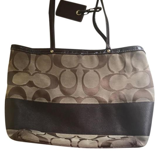 Preload https://item2.tradesy.com/images/coach-beige-and-brown-tote-21551141-0-1.jpg?width=440&height=440