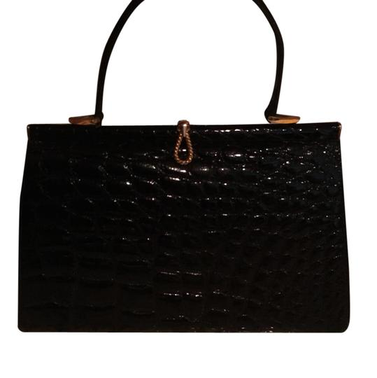 Preload https://item3.tradesy.com/images/bonwit-teller-hand-black-alligator-skin-leather-shoulder-bag-21551792-0-1.jpg?width=440&height=440
