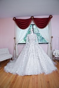 Ysa Makino Ivory V-neck Princess/Ball Gown Formal Wedding Dress Size 4 (S)