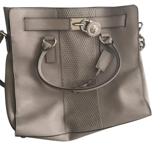 Preload https://item3.tradesy.com/images/michael-kors-gray-leather-tote-21552297-0-1.jpg?width=440&height=440