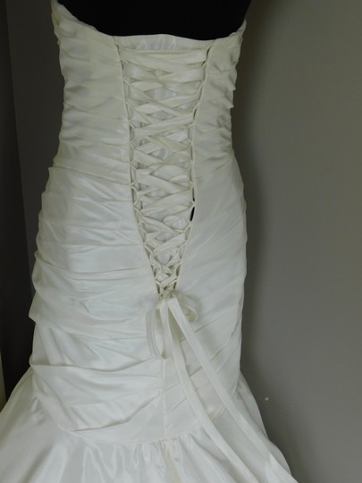 Ivory/Silver 18786 Wedding Dress Size 18 (XL, Plus 0x)