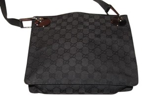 a246f5e0090f Gucci Messenger/Cross Body Unisex Style Mint Condition Canvas/Leather Bold  Chrome Accents black