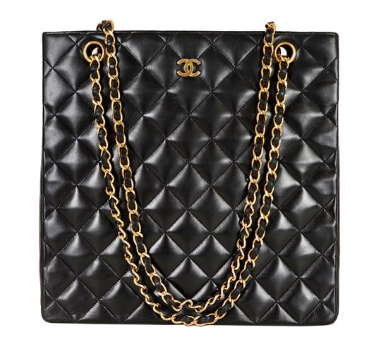 Preload https://item5.tradesy.com/images/chanel-quilted-matelasse-cc-logo-chain-black-lambskin-leather-shoulder-bag-21553529-0-0.jpg?width=440&height=440